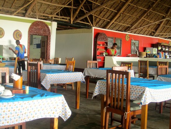 Pongwe Beach Hotel: The dining room