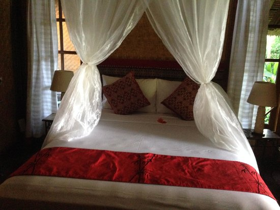 Santai Hotel Bali: Bed with mosquito net