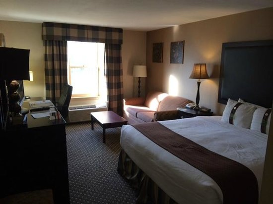 Clarion Inn Historic Leesburg: Room With A King Bed W/Sleep Sofa