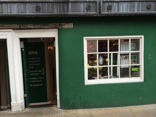 Morton's Cafe: Front door