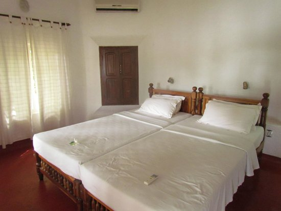 Our Land Island Backwater Resort: camera da letto