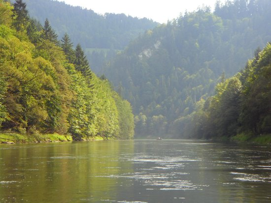 Rafting on Dunajec river: An example of the breathtaking views