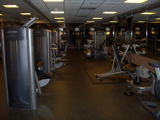 Newark Liberty International Airport Marriott: gym 2