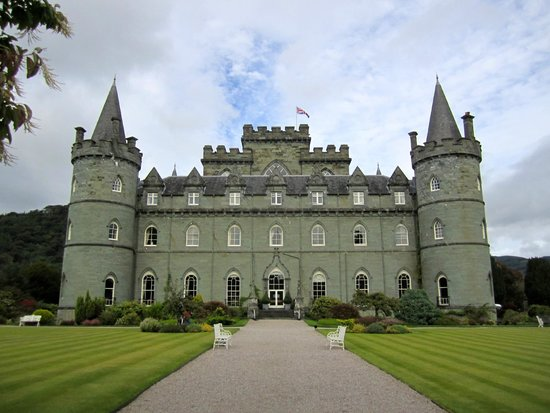 Inveraray Castle : View of Castle from Gardens