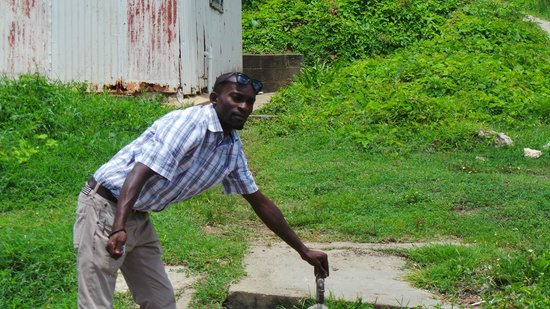 Scenic Tours Antigua: Jerome  Water supply for homes w/o water