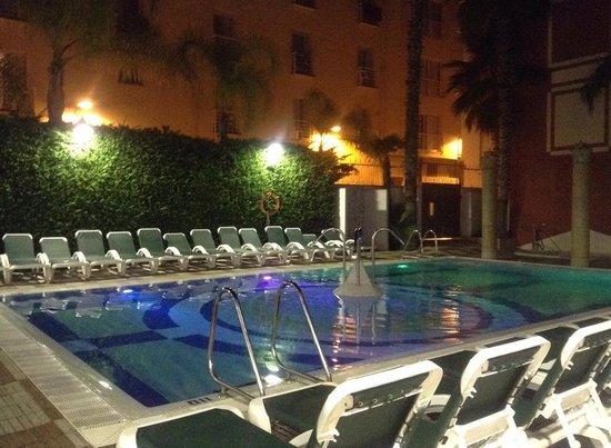Cleopatra Spa Hotel: piscine le soir