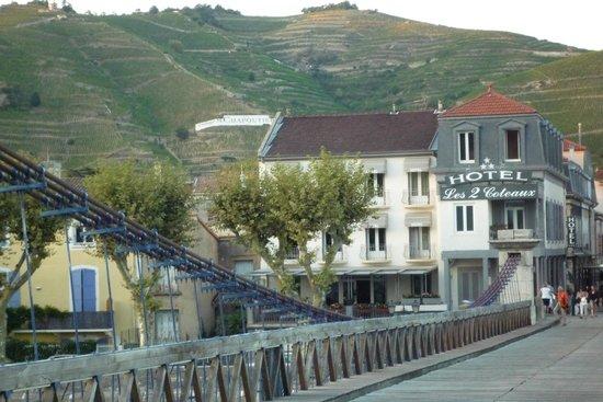 Hotel Les 2 Coteaux : vue à partir de la passerelle