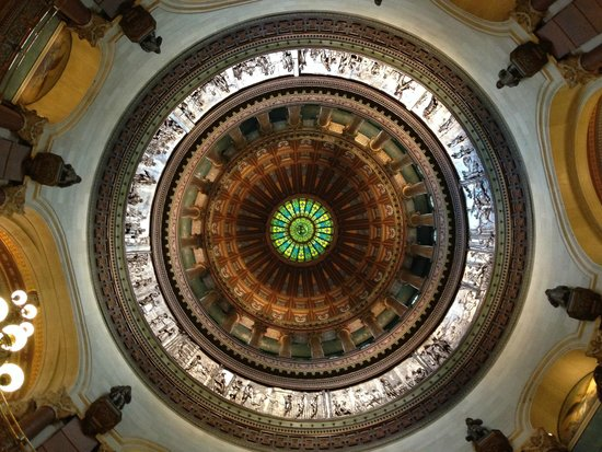 Illinois State Capitol: The interior view of the dome.