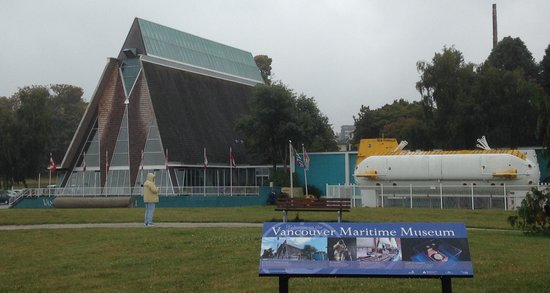 Vancouver Maritime Museum: The museum and outdoor submarine display