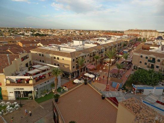 Vista desde la piscina foto di 525 hotel los alcazares for Piscina los alcazares