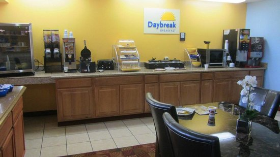 Days Inn by Wyndham Independence: Breakfast area