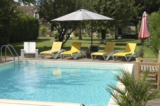 Saint-Genouph, Francia: piscine