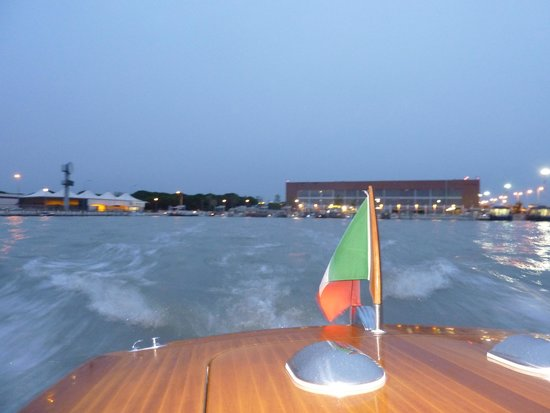 Hotel Le Isole: water taxi