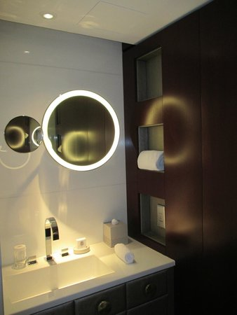 Mandarin Oriental, Paris: Vanities superior room