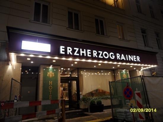 Hotel Erzherzog Rainer: fachada nocturna