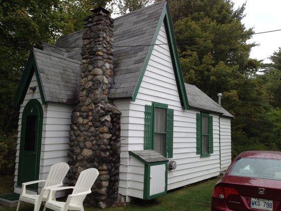 Hearthside Village Cottage Motel : Cottage