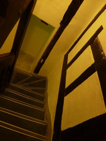 Hotel Pointe Rivoli: Staircase to the room (we had 2nd Floor)