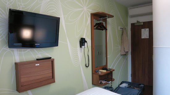 Tune Hotel - London, Liverpool Street : My double room on first floor