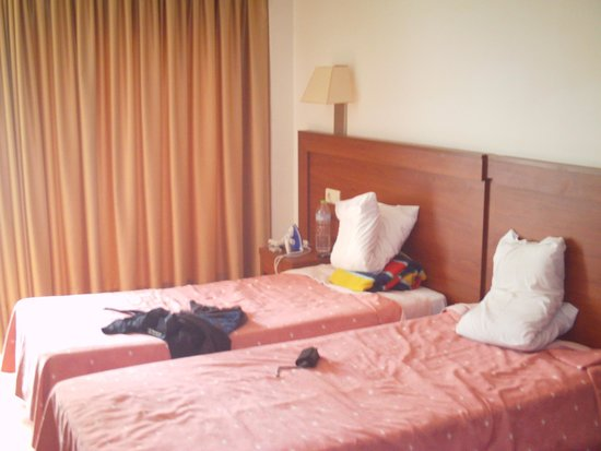 Hotel Mayna: beds