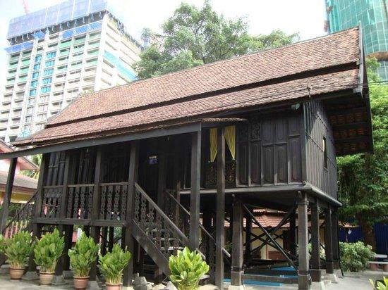 Perdana Botanical Garden: 昔の伝統的な家。中にも昔の家具やおもちゃを見ることができます。