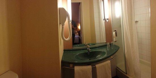 Ibis Paris Ornano Montmartre North 18th: Salle d'eau