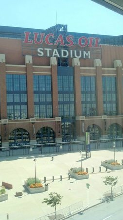 Holiday Inn Express Indianapolis Downtown City Centre: Window view of stadium