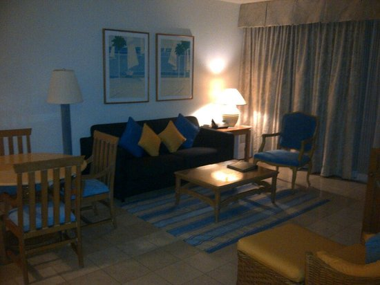 The Towers at Mullet Bay: Livingroom