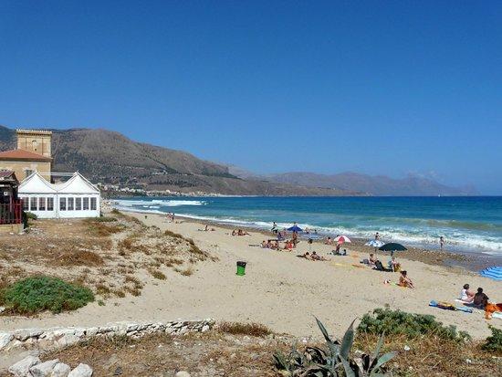 Matrimonio Spiaggia Alcamo : Tramonto picture of spiaggia di alcamo marina
