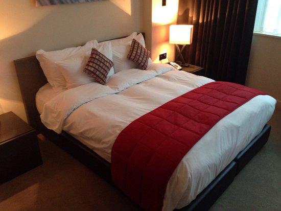 Hotel Xanadu: The best bed I've slept in   So comfy