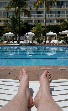 El Conquistador Resort, A Waldorf Astoria Resort: Feeling relaxxxx at one of the pools.