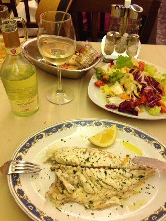 Il Tunnel : white wine, fish, salad