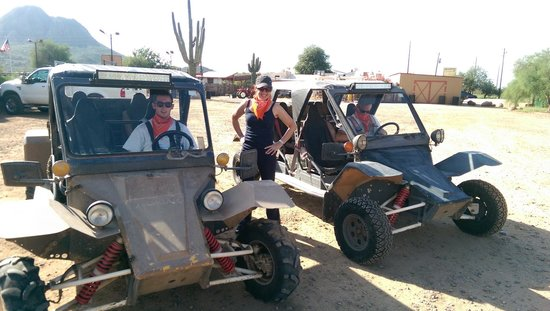 Desert Wolf Tours: Ready to go with orange bandanas for all