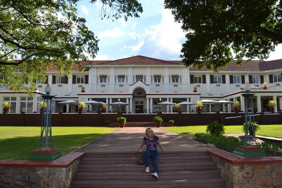 Livingstone Room at Victoria Falls Hotel: picture of the porch,
