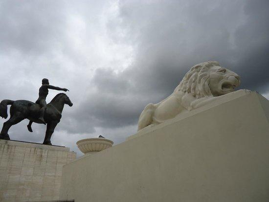 Paseo de Los Próceres: Homens que lutaram pelas Américas