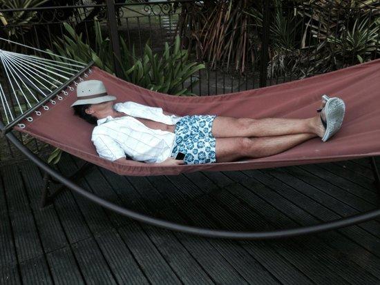 Palm Court Hotel: Disfrutando en la piscina
