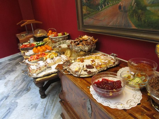Residence Bologna: Très bon petit-déjeuner varié.