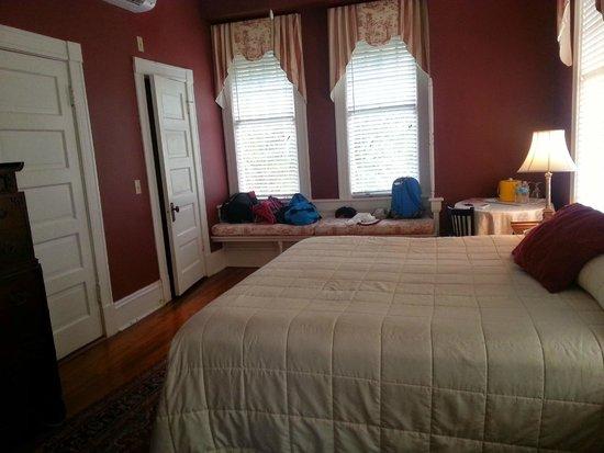 Riverdale Inn: St. John's room