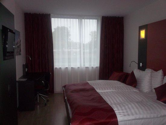 Ramada Encore Geneva : Room
