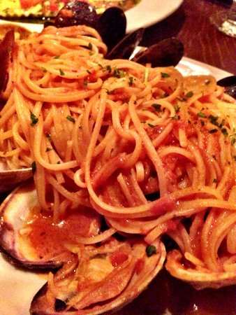 Giacomo's Restaurant: Clams, mussels on linguini with a lobster tomato cream.