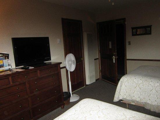 Narrow Gauge Inn : Looking towards the door in Room 40