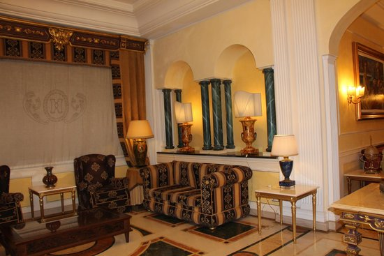 Hellenia Yachting Hotel: Холл