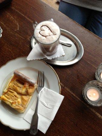 KaffeeKlatsch: Love cake