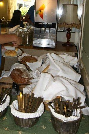 Hotel U Divadla : Breakfast