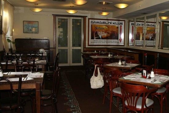 Hotel U Divadla : Breakfast room