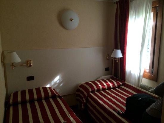 Venice Resorts: Twin room