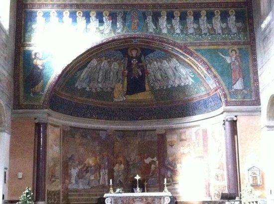 Basilica di Santa Maria in Domnica alla Navicella : l'altare