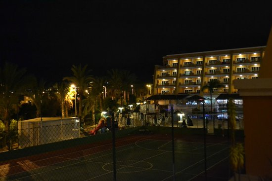 Hotel Chatur Playa Real: hotel from pool side