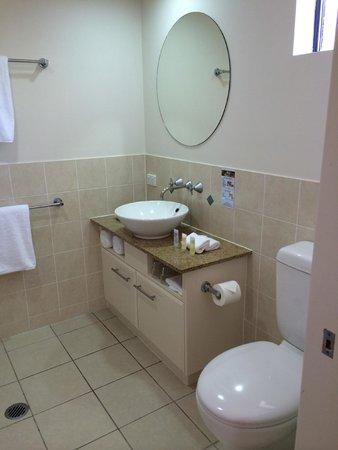 Meridian Port Douglas: bathroom