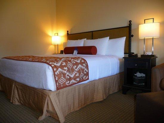 Best Western Plus Arroyo Roble Hotel & Creekside Villas: Comfortable Bed