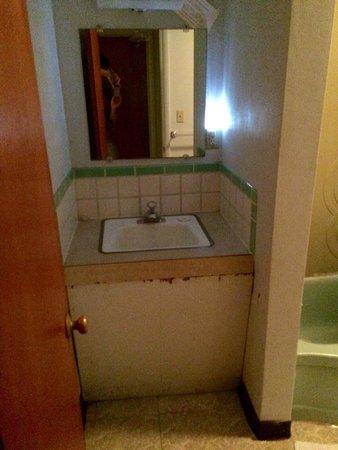 Empire Motel: Sink